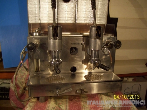 antica macchina da caffè da bar Faema a leva alta vendo