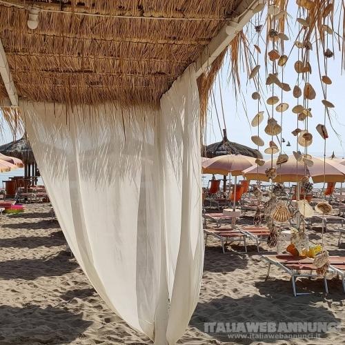 Ombrellone in spiaggia da 20 euro al Malibu Beach di Silvi Marina