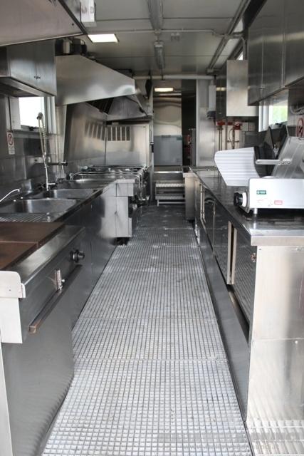 Noleggio semirimorchio attrezzato a cucina mobile