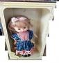 bambola in scatola